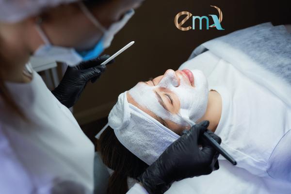 Exfoliación facial y mascarilla